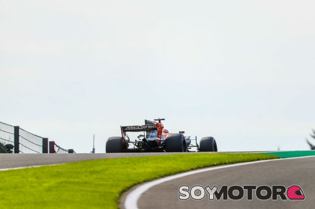 Alonso, durante los primeros libres en Spa - SoyMotor.com