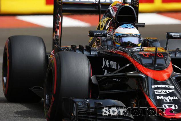 Fernando Alonso con el MP4-30 - LaF1