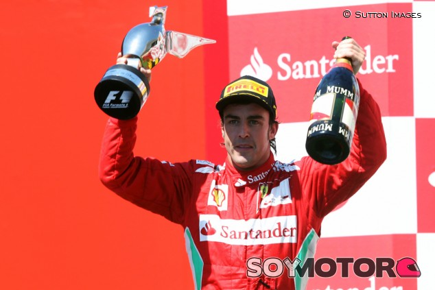 Alonso dona monos de Ferrari para luchar contra el coronavirus - SoyMotor.com