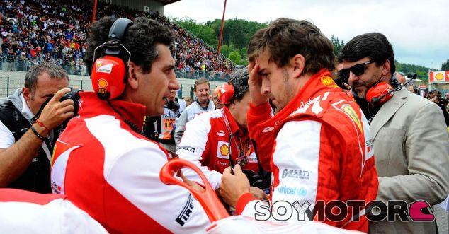 Fernando Alonso en la parrilla de salida de Spa - LaF1