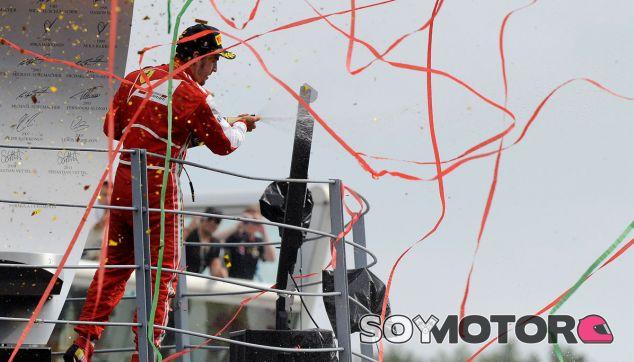 Fernando Alonso celebra su segundo puesto en el GP de Italia 2013 - LaF1