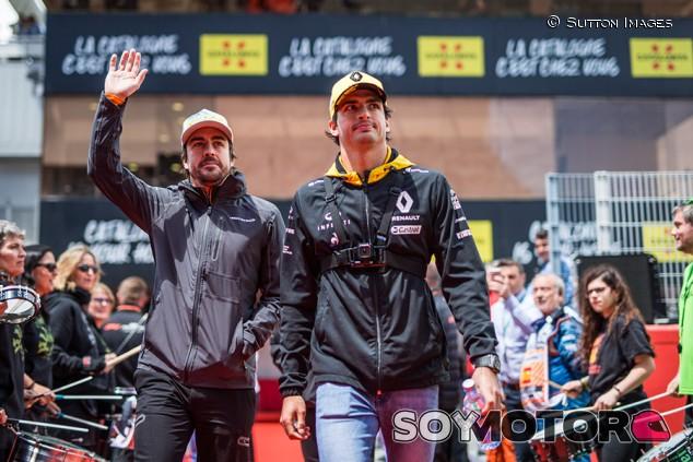 Alonso y Sainz, protagonistas en el segundo capítulo del documental de Netflix de F1 - SoyMotor.com