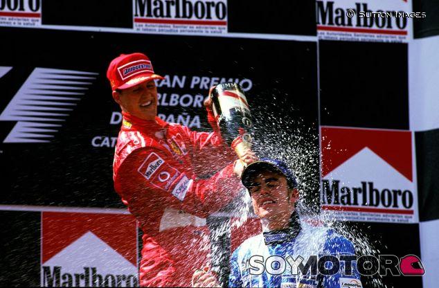 Michael Schumacher y Fernando Alonso en Montmeló 2003 - LaF1