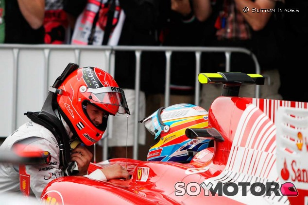 Michael Schumacher y Fernando Alonso en 2010 - SoyMotor