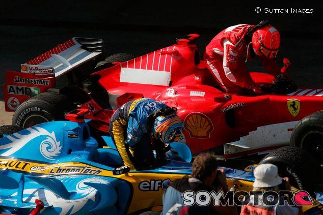 Fernando Alonso y Michael Schumacher en Turquía 2006 - SoyMotor