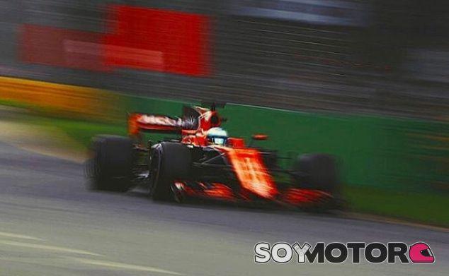"""Alonso, sobre irse a Mercedes en 2018: """"No hay que descartar nada en la vida"""" - SoyMotor.com"""
