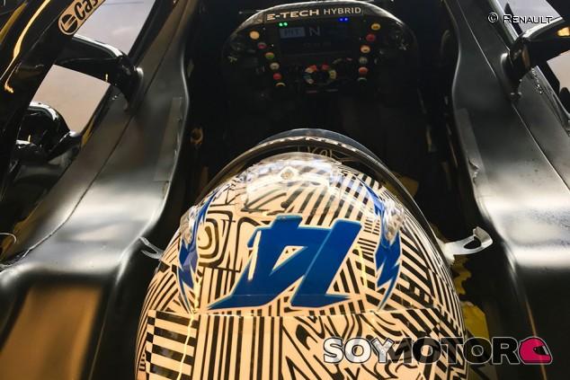 Alonso suma más kilómetros en otro test con Renault en Abu Dabi - SoyMotor.com