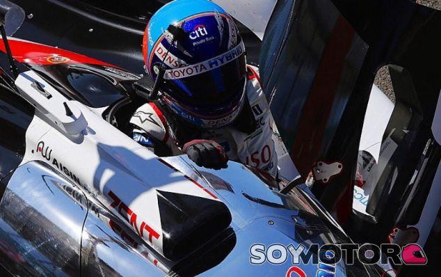 Fernando Alonso en el TS050 Hybrid de Toyota - SoyMotor.com