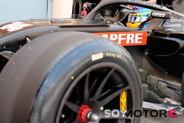 Fernando Alonso saborea los neumáticos del futuro - SoyMotor.com