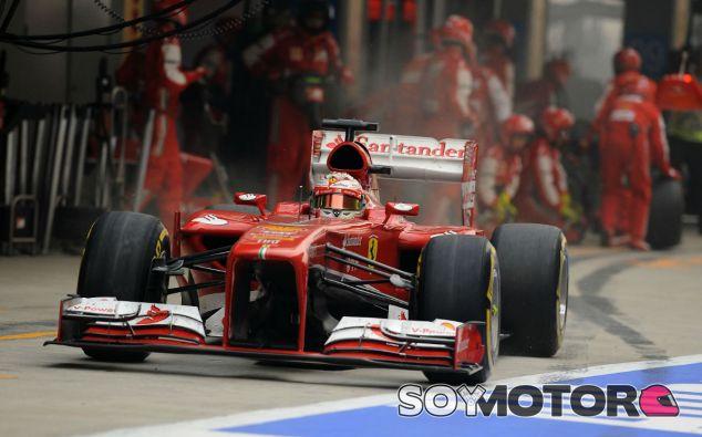 Fernando Alonso sale de una para en boxes durante el GP de la India - LaF1