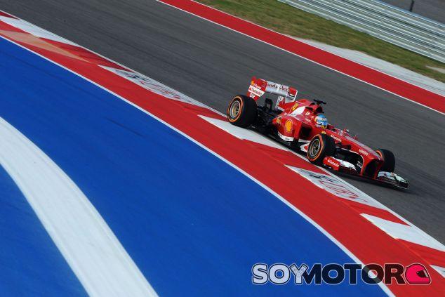 Fernando Alonso y su F138 en Estados Unidos - LaF1