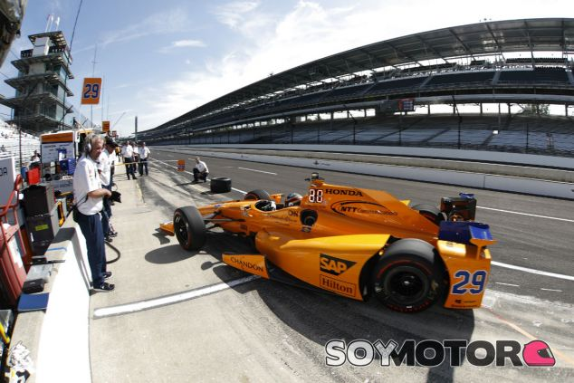 Alonso durante un entrenamiento en Indianápolis - SoyMotor.com