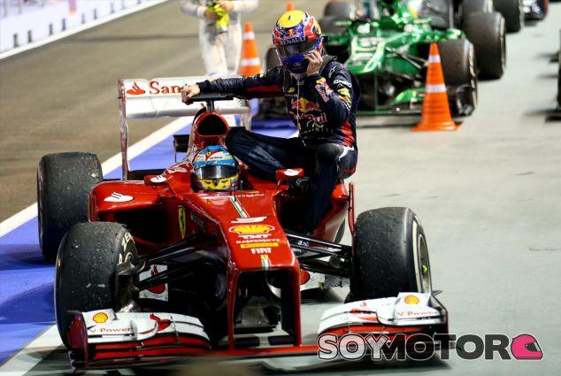 Mark Webber y Fernando Alonso en Singapur - LaF1