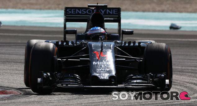 Alonso durante un Gran Premio en 2016 - SoyMotor