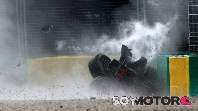 Así ha quedado el coche de Fernando Alonso tras golpear las protecciones - LaF1