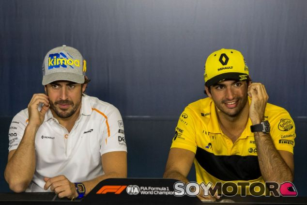 Fernando Alonso (izq.) y Carlos Sainz (der.) –SoyMotor.com