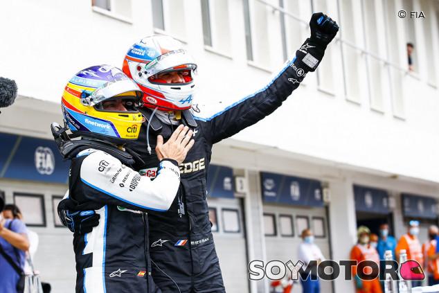 En Alpine no hay favoritismo hacia Alonso, asegura Ocon - SoyMotor.com