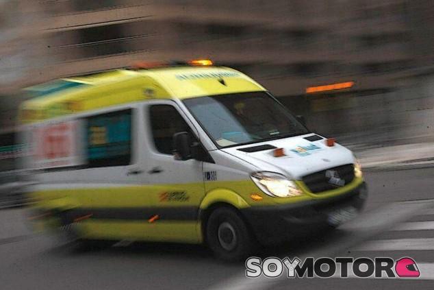 Estos son los buenos hábitos y los malos a tener en cuanto cuando oímos acercarse una ambulancia - SoyMotor.com