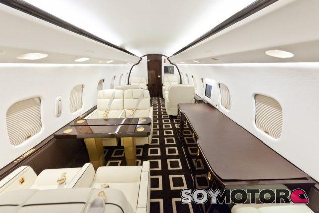 Interior de un avión de Amira Air - LaF1