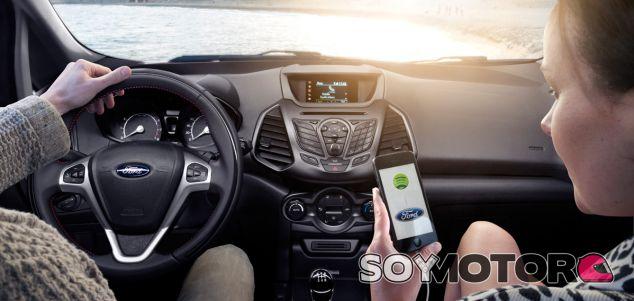 Ford y Toyota se unen para facilitar el uso de apps en carretera - SoyMotor.com