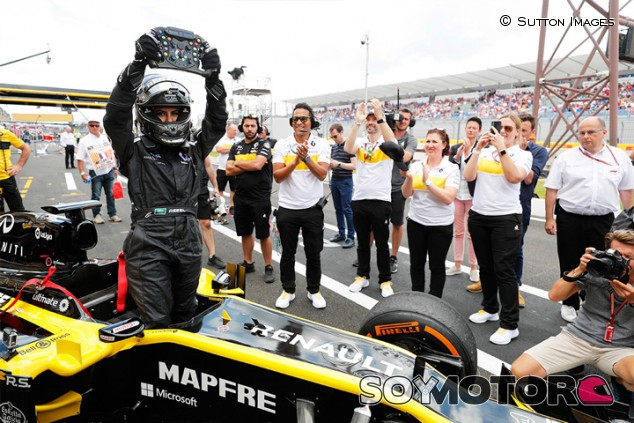 Aseel Al-Hamad pilota un F1 de Renault - SoyMotor.com
