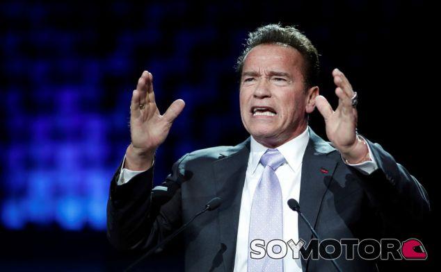 Arnold Schwarzenegger quiere demandar a las petroleras por asesinato - SoyMotor.com