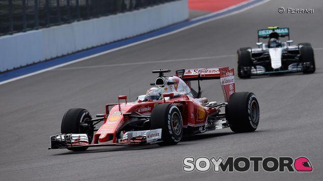 Sebastian Vettel y Nico Rosberg en Rusia - LaF1
