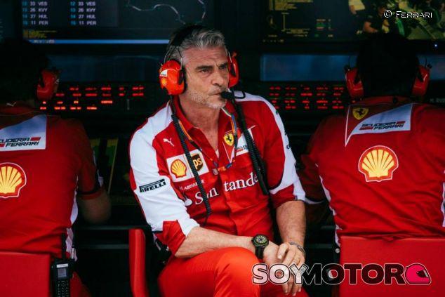 Maurizio Arrivabene, en el muro de Ferrari - LaF1