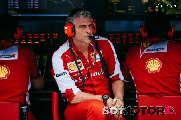 Arrivabene en el muro de Ferrari - LaF1.es