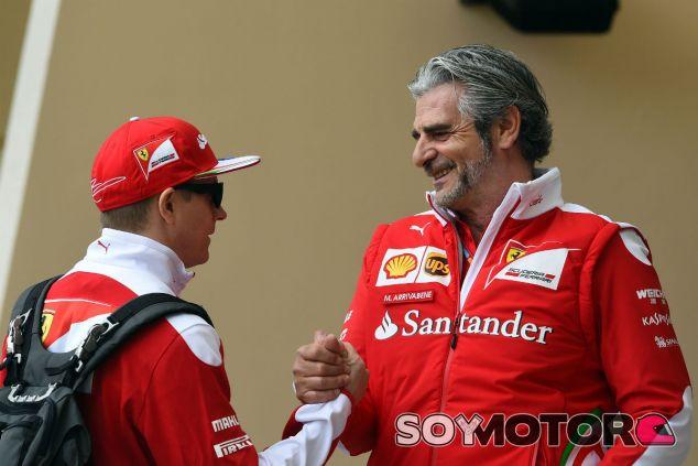 Kimi Räikkönen y Maurizio Arrivabene - SoyMotor.com
