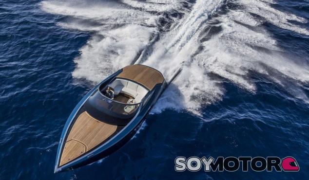 Aston Martin AM37: 1.040 caballos para surcar los mares -SOyMotor