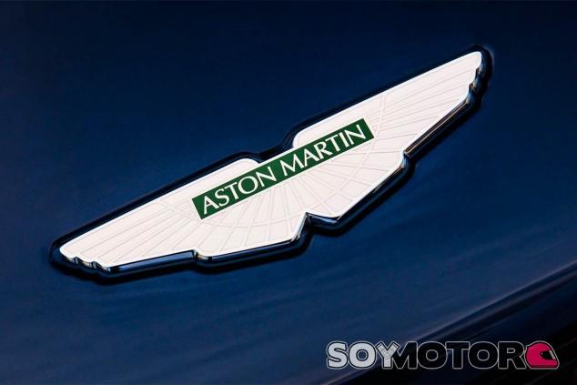 Emblema de Aston Martin - SoyMotor.com