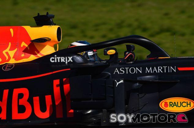 Logo de Aston Martin en el Red Bull RB14 de 2018 – SoyMotor.com