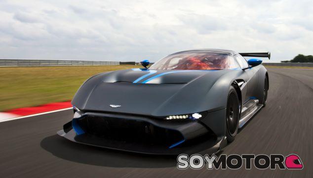 El Aston Martin Vulcan se desmelena en un circuito