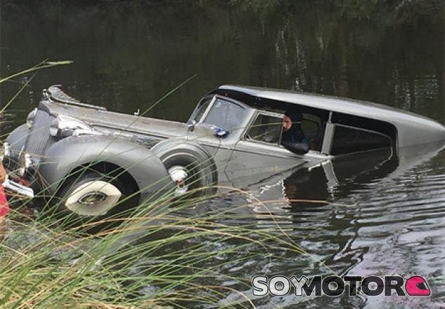 El buzo al volante del Packard Super 8 - Soy Motor