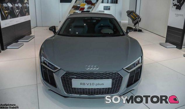 Este Audi R8 de Audi Exclusive juega con tonos grises y naranjas - SoyMotor