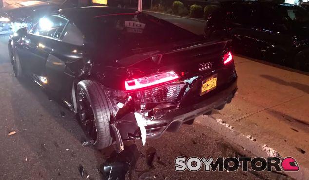 Un Mustang se empotra contra un Audi R8 - SoyMotor.com