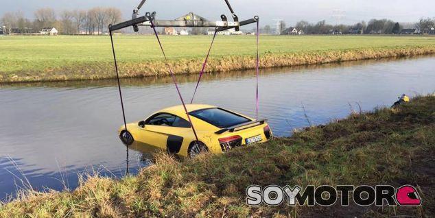 ¿Sobrevive un Audi R8 V10 a un río? Mejor no comprobarlo - SoyMotor.com