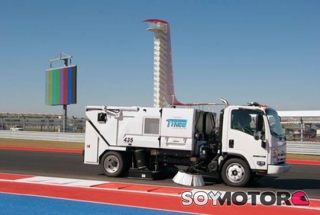 Un vehículo de limpieza del Circuito de las Américas - LaF1