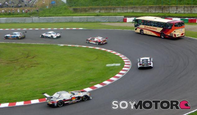 Circuit Safari: un autobús en las carreras - SoyMotor.com
