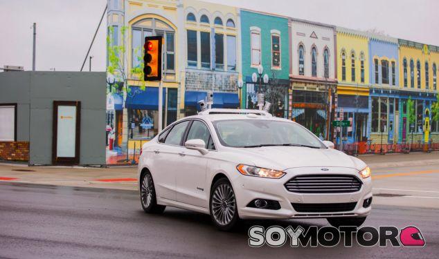 El Ford Mondeo autónomo en la Mcity, campo de test de su tecnología - SoyMotor