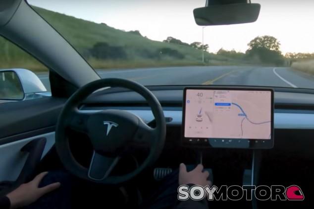 Esto es lo que se siente en un coche autónomo - SoyMotor.com