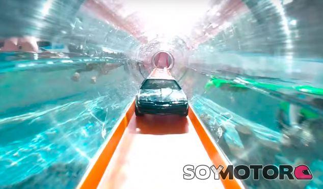 Una carrera de Hot Wheels con los coches de nuestra infancia