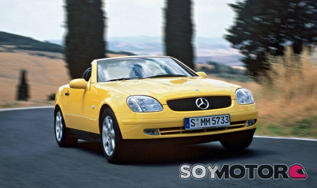 Primera generación del Mercedes-Benz SLK, lanzada en 1996 - SoyMotor
