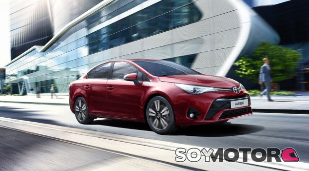 El Toyota Avensis también estrena el nuevo color de carrocería Rojo Tokio - SoyMotor