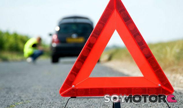 Nunca olvides de señalizar y señalizarte en caso de avería en carretera - SoyMotor