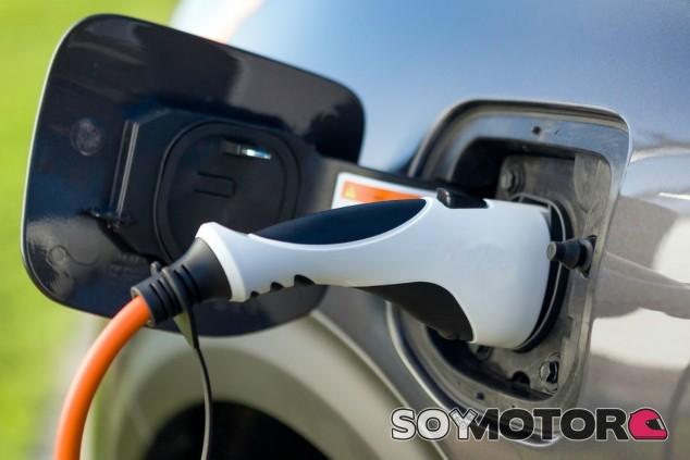 El Gobierno prepara ayudas para cumplir el objetivo de dejar de vender vehículos de combustión en 2040  -SoyMotor.com