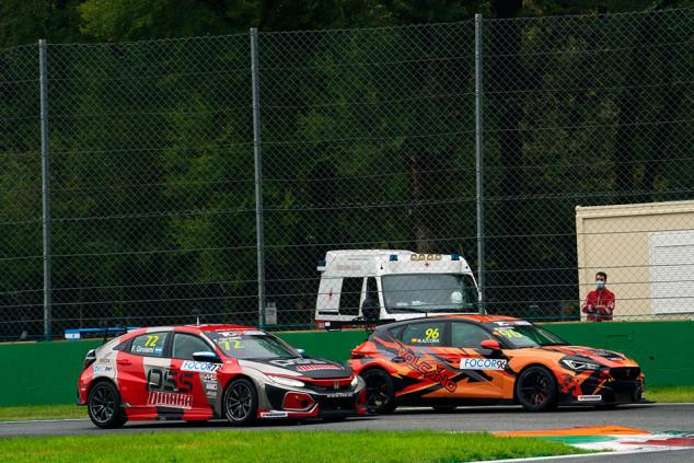 Mikel Azcona, a un paso de su segundo título de TCR Europe - SoyMotor.com