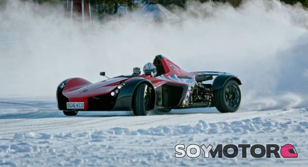BAC Mono Ice Driving Experience: track day 'on the rocks' - SoyMotor.com