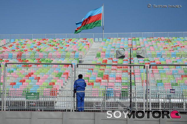 Gradas de Bakú vacías - SoyMotor.com